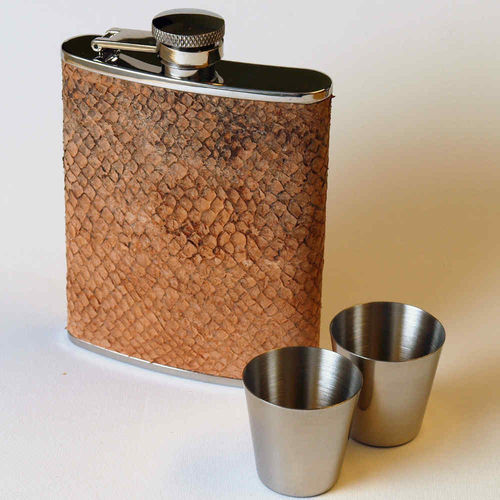 Hip flask 20 cl, salmon skin leather